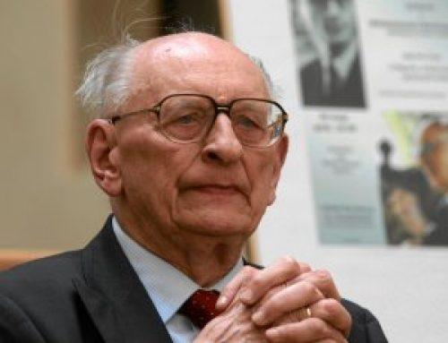 'Pomnik się panu profesorowi należy'. W Sopocie chcą uczcić pamięć prof. Bartoszewskiego
